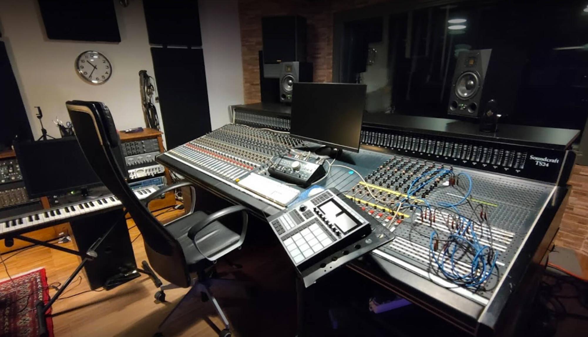 Sala mixer Timetrack Studios zoom
